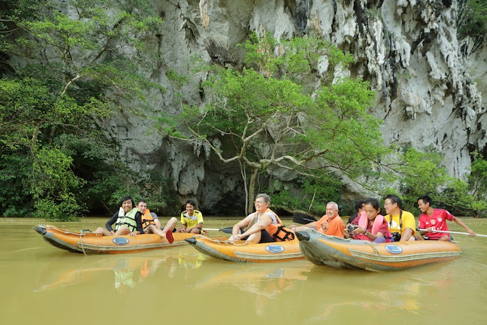 Anurak Lodge guests on Khao Sok Canoe Adventure