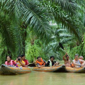 Anurak Lodge guests during Khao Sok Canoe