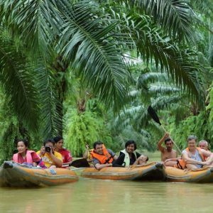 Anurak Lodge guests during Khao Sok Canoe