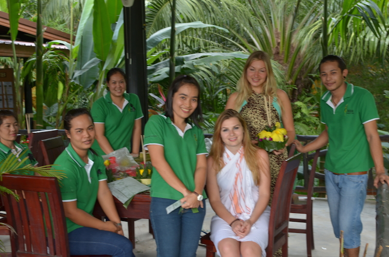 Anurak Lodge staff with guests
